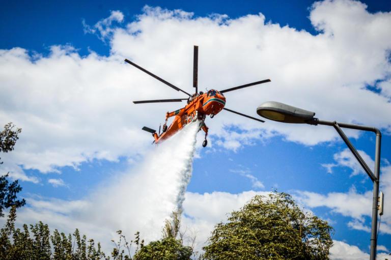 Κιλκίς: Υπό έλεγχο η φωτιά σε δύσβατη περιοχή του χωριού Σκρα – Παραμένουν στο σημείο πυροσβέστες!