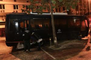 Η στιγμή της επίθεσης με μολότοφ στο Α.Τ. Ομονοίας [video]