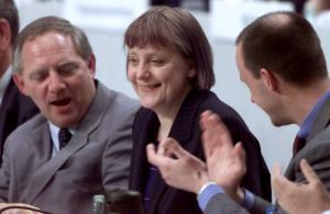 Σόιμπλε: Αυτός είναι ο εκλεκτός του για διάδοχος της Μέρκελ! [pics]