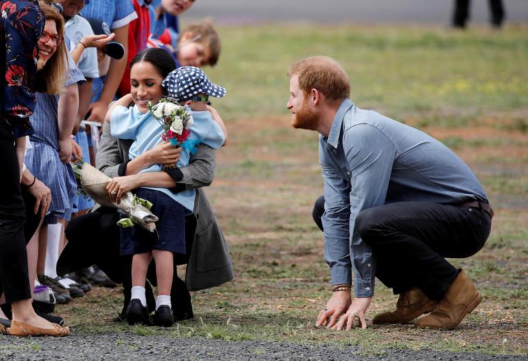Aγοράκι με σύνδρομο Down έκανε τον πρίγκιπα Χάρι και τη Μέγκαν Μαρκλ να… λιώσουν! Video