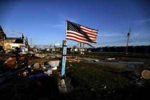 O κυκλώνας Μάικλ έγινε τροπική καταιγίδα – Απειλεί να πνίξει Β. Καρολίνα και Βιρτζίνια