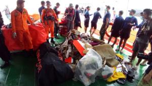 Ινδονησία: Η τελευταία selfie πριν τη συντριβή – Ανασύρουν πτώματα από το μοιραίο Boeing