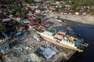 """Ινδονησία: 844 οι νεκροί από τον φονικό σεισμό – Ο συνδυασμός παραγόντων που """"γιγάντωσε"""" την τραγωδία- video"""
