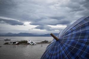 """Καιρός: Ο """"Ζορμπάς"""" φεύγει, οι βροχές παραμένουν"""