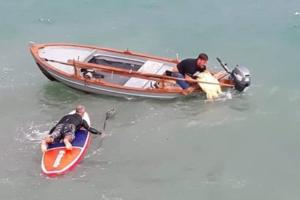 Πάργα: Πάλεψαν με τα κύματα για να σώσουν μια χελώνα καρέτα-καρέτα!