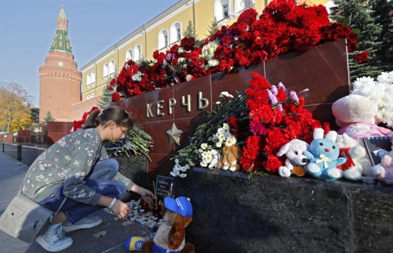 Η Κριμαία αποχαιρετά τους νεκρούς του Κερτς – Βαρύ το πένθος σε όλη την πόλη!