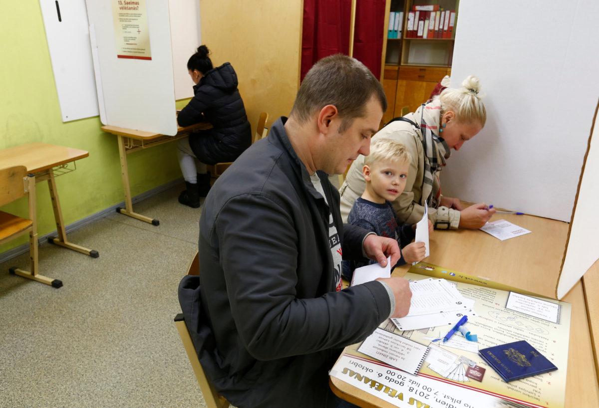 Στις κάλπες σήμερα οι Λετονοί – Άνοδο του φιλορωσικού κόμματος δείχνουν οι δημοσκοπήσεις