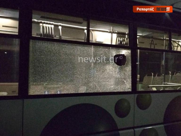 Παίζουν με τις ζωές οδηγών και επιβατών στα λεωφορεία – Χωρίς σταματημό οι επιθέσεις με αεροβόλα και πέτρες