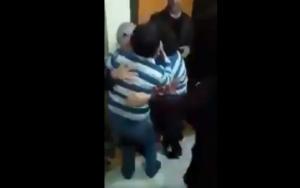 Ραγίζει καρδιές! Φυλακισμένη του Ερντογάν επιστρέφει στα παιδιά της μετά από 8 μήνες! [video]