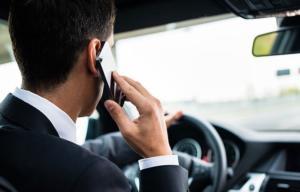 """""""Ένα"""" με το κινητό οι οδηγοί στην Αττική – Πάνω από 400 παραβάσεις μέσα σε τρεις μέρες"""