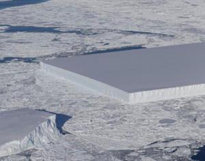 Παγόβουνο σαν… γιγάντιο παγάκι φωτογράφησε η NASA
