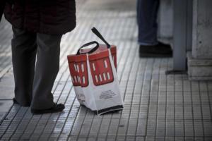 Όχι μόνο φέρνουν τα ψώνια στο σπίτι, αλλά τακτοποιούν και τα τρόφιμα!