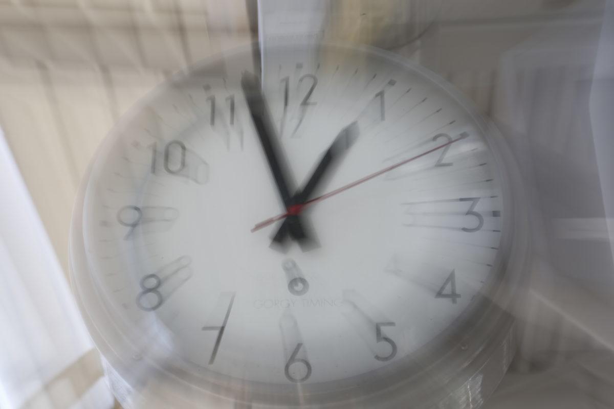 """Αλλαγή ώρας: Πότε """"γυρνούν"""" οι δείκτες των ρολογιών - Όσα πρέπει να γνωρίζετε"""