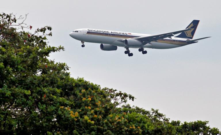 """Σιγκαπούρη – Νέα Υόρκη μόλις… 19 ωρίτσες! Απογειώθηκε με celebrities η """"μαραθώνια"""" πτήση! video, pics"""