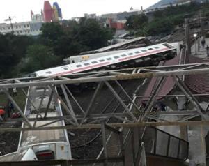 Ταιβάν: Σκηνές χάους από τον εκτροχιασμό τρένου – 18 νεκροί και 160 τραυματίες – video