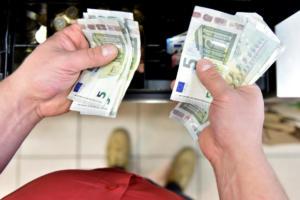 Γενναίες διαγραφές δανείων από τις τράπεζες – Κούρεμα έως και 50% στα στεγαστικά και 85% στα καταναλωτικά