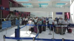 """Η στιγμή που οι """"εγκλωβισμένοι"""" τουρίστες φεύγουν από τα Χανιά – video"""