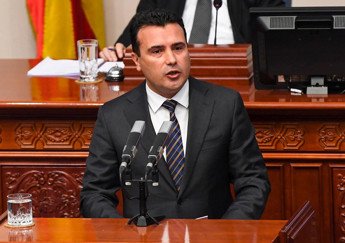 """Κρίσιμες ώρες στα Σκόπια! Πληροφορίες πως ξεκινά αργά το βράδυ η συζήτηση στην Βουλή - """"Περίεργη"""" δήλωση Ζάεφ για... κανονικότητα"""