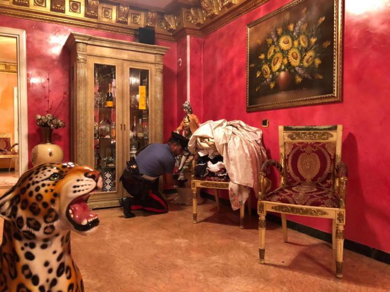 Ιταλία: Γκρεμίζουν βίλες μαφιόζικης και… κακόγουστης συμμορίας