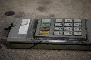 Έβρεξε λεφτά στην Ηλιούπολη – Έκρηξη σε ΑΤΜ