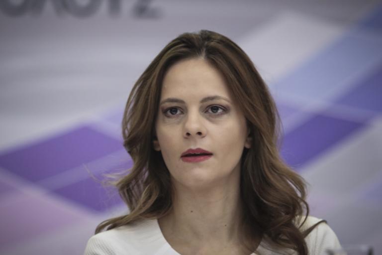 Αχτσιόγλου για Μητσοτάκη: Διαφημιστής των ιδιωτικών ασφαλιστικών εταιρειών