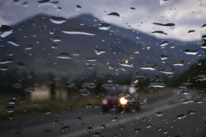 Καιρός: Βροχή και κρύο – Που θα είναι απαραίτητη η ομπρέλα