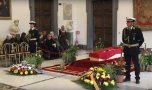 Μπερτολούτσι: Σε λαϊκό προσκύνημα η σορός του διάσημου Ιταλού σκηνοθέτη [pics, Video]