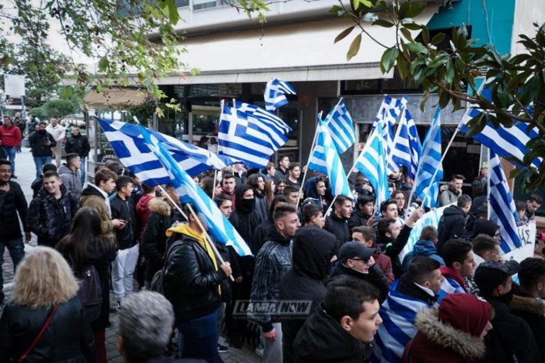 """""""Δεν είμαστε φασίστες"""" φώναζαν οι μαθητές στη Λαμία [pics]"""