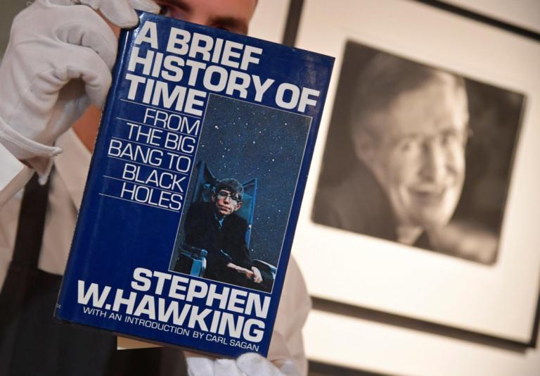 Τιμή – ρεκόρ έπιασε η διατριβή του Στίβεν Χόκινγκ σε δημοπρασία του οίκου Christie's [pics]