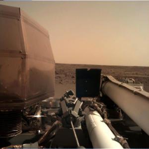 """Το InSight """"πάτησε"""" στον Άρη και… χαίρεται την ησυχία του """"Κόκκινου Πλανήτη"""""""