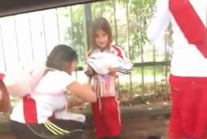 """Ρίβερ – Μπόκα: Στη φυλακή η οπαδός που """"έζωσε"""" το κοριτσάκι! – video"""