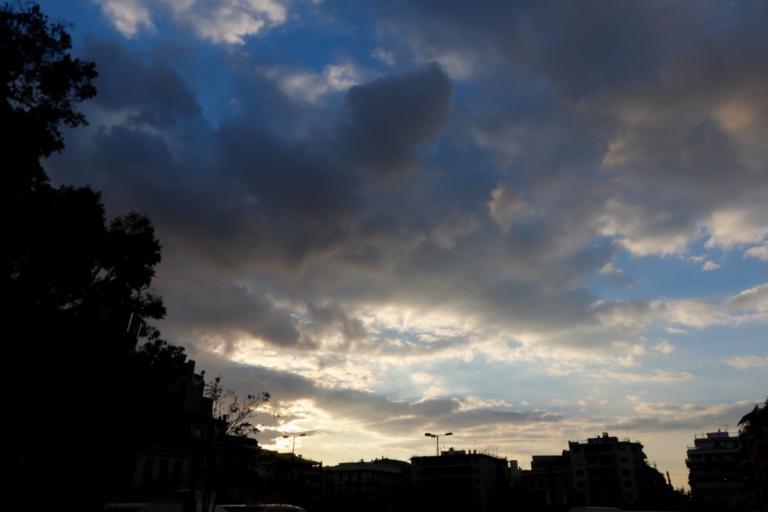 Καιρός: Βροχές, ζέστη και υγρασία την Τετάρτη – Αναλυτική πρόγνωση