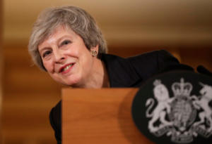 Brexit: Αντιμέτωπη με νέο κύμα παραιτήσεων η Μέι