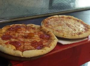 Ξεχάστε ό,τι ξέρατε για την πίτσα! Αποκαλύπτουμε τη συνταγή που θα γλείφετε και τα δάκτυλά σας!