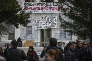 Πολυτεχνείο: Άρχισαν τα όργανα! Αντιεξουσιαστές κάνουν κατάληψη στο κτίριο! [pics]