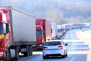 Βούλγαροι απέκλεισαν τα σύνορα στον Προμαχώνα – Εγκλωβισμένοι εκατοντάδες οδηγοί!