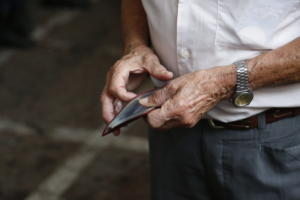 Συντάξεις: Η μεγάλη απάτη και οι πραγματικές μειώσεις σε 2,5 εκατομμύρια συνταξιούχους