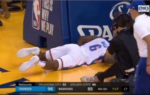 """ΝΒΑ: """"Πάγωσαν"""" με τον τραυματισμό του Ντιαλό! Αποχώρησε με φορείο – video"""
