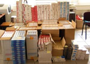 Ένα… πάτωμα από 12,5 εκατομμύρια τσιγάρα! Απίστευτη κομπίνα με λαθραία στον Πειραιά