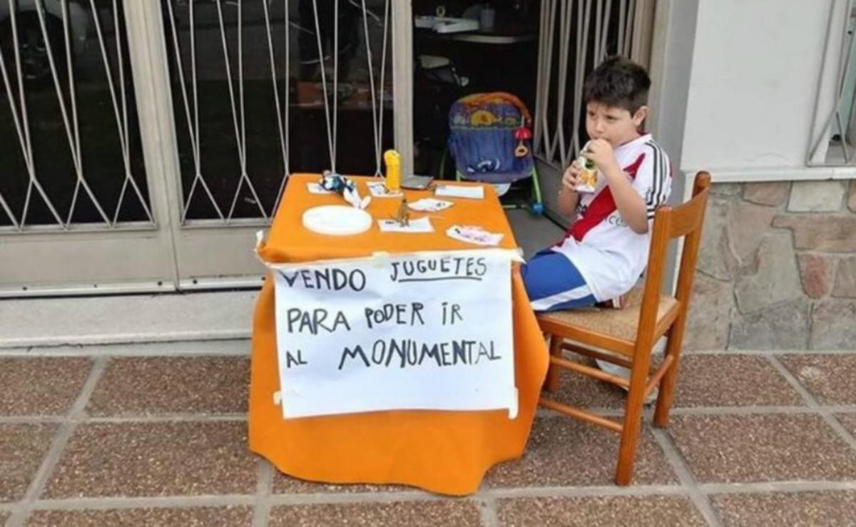 Πιτσιρικάς συγκίνησε όλη την Αργεντινή! Η προσπάθειά του για ένα εισιτήριο – video