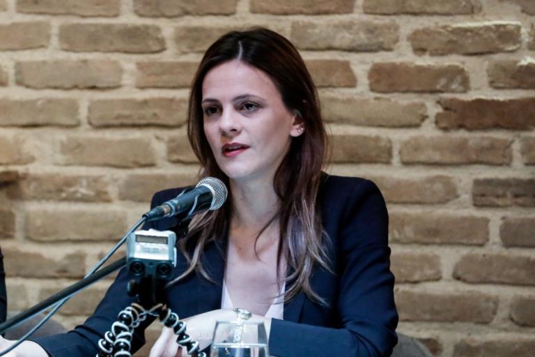 Αχτσιόγλου: Κανονικά η ομιλία της μετά το… ντου του Ρουβίκωνα [pics]