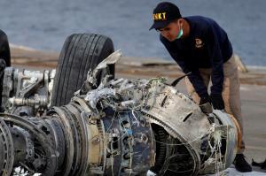 """Ινδονησία: """"Ταφόπλακα"""" στις έρευνες μετά τη συντριβή του Boeing της Lion Air!"""