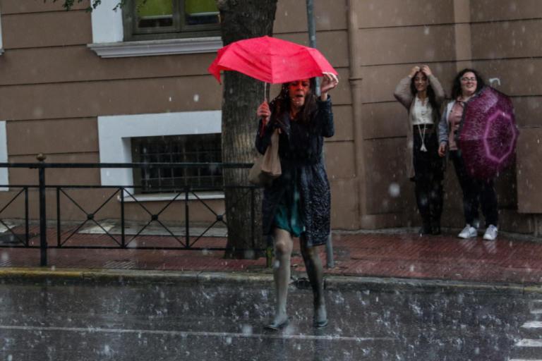 Καιρός σήμερα: Βροχές και άνεμοι μέχρι και 7 μποφόρ