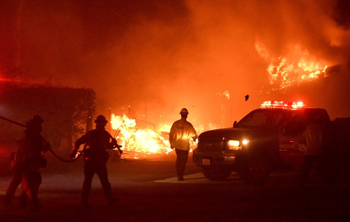Τουλάχιστον 9 νεκροί και ολόκληρες ζωές στα αποκαΐδια της θηριώδους φωτιάς στην Καλιφόρνια! video, pics