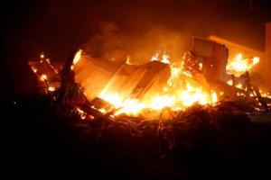 """Καλιφόρνια: """"Μαυρίζει"""" τα πάντα η τεράστια φωτιά – """"Απίστευτη καταστροφή, υπάρχουν νεκροί"""""""
