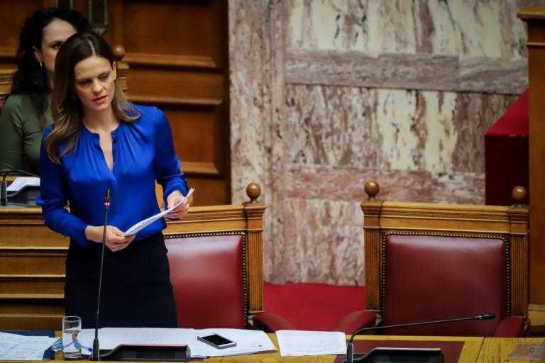 Βουλή: Κατατέθηκε η τροπολογία για τη μείωση των ασφαλιστικών εισφορών για νέους κάτω των 25 ετών