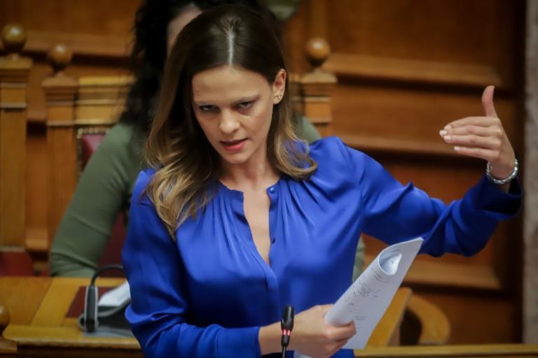 Έφη Αχτσιόγλου: Ο Πρωθυπουργός μίλησε για Μνημόνιο με τον λαό, εγώ θα το ονόμαζα Χρέος στην Κοινωνία. Δεν καταλαβαίνω γιατί ποντάρετε στο μαύρο