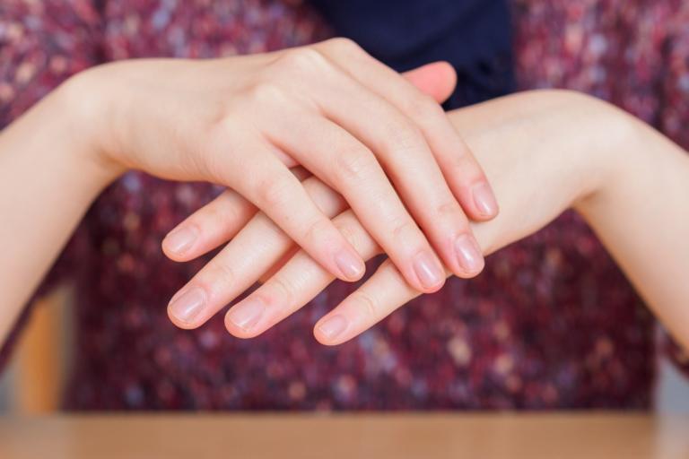Παρατηρήστε το χρώμα των νυχιών σας: Μπορεί να υποδεικνύει σοβαρή νόσο