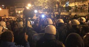 Θεσσαλονίκη: Ακυρώθηκε η εκδήλωση που θα συμμετείχε ο Γαβρόγλου μετά το ξύλο και τα χημικά – video