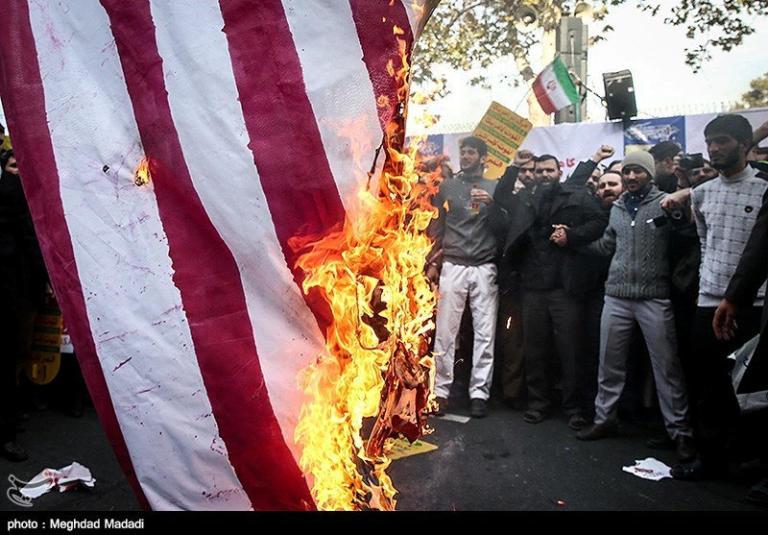 Οι ΗΠΑ επανέφεραν τις κυρώσεις κατά του Ιράν! Τεχεράνη: Θα τις παρακάμπτουμε με υπερηφάνεια!